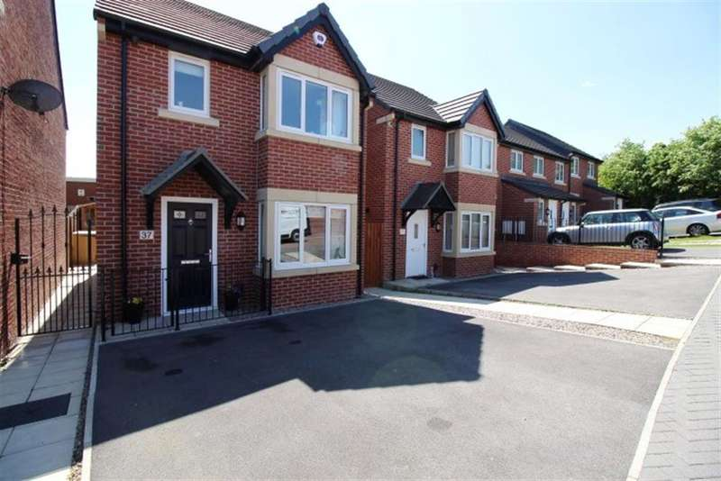 3 Bedrooms Detached House for sale in Roundhill Road, LS28 8BJ