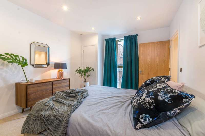 3 Bedrooms Flat for sale in Crondall House, Hoxton, N1