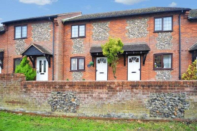 2 Bedrooms Terraced House for sale in Longwick