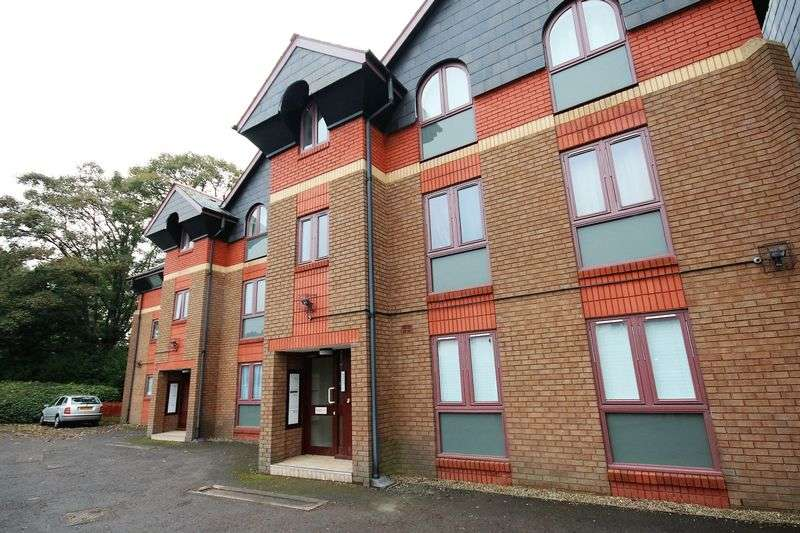 2 Bedrooms Flat for sale in Glandwr Place, Whitchurch