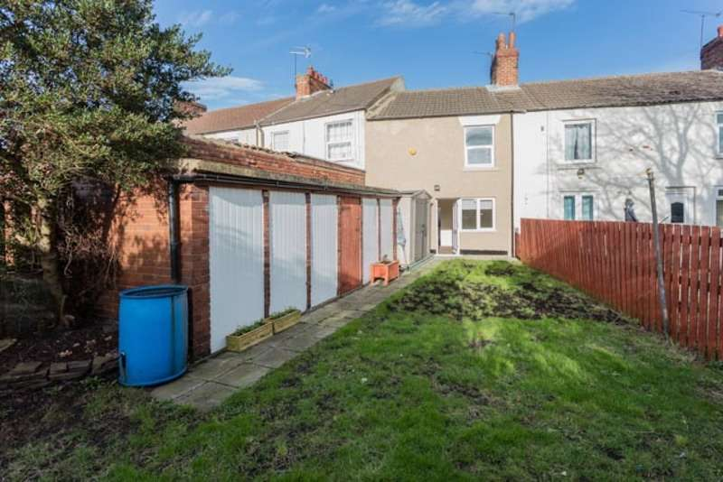 2 Bedrooms Terraced House for sale in Sunnybank, Knottingley, West Yorkshire, WF11
