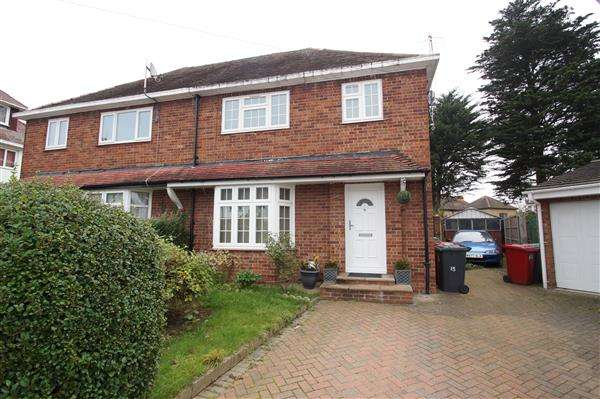 3 Bedrooms Semi Detached House for sale in Abbey Close, Cippenham, Slough