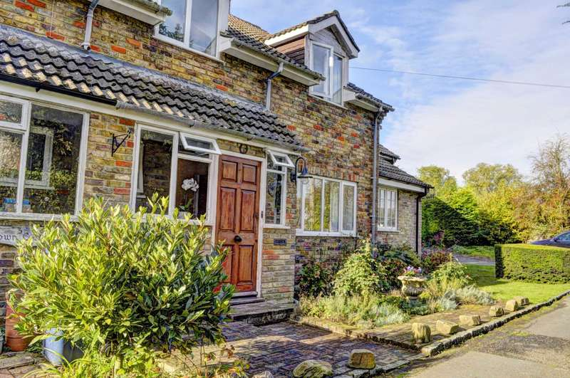 4 Bedrooms Terraced House for sale in Lacey Green