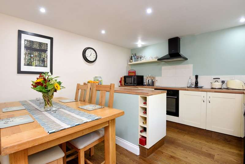 2 Bedrooms Apartment Flat for sale in Kingston Upon Thames