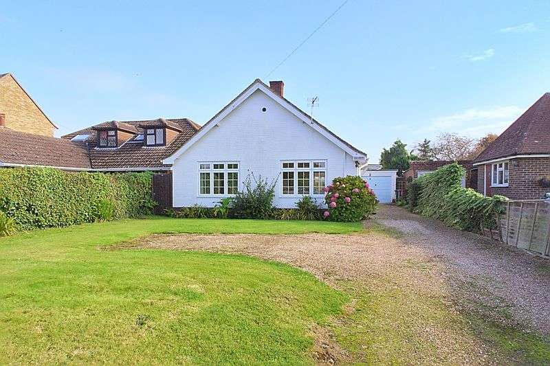 3 Bedrooms Detached Bungalow for sale in Appledram Lane South, Chichester PO20