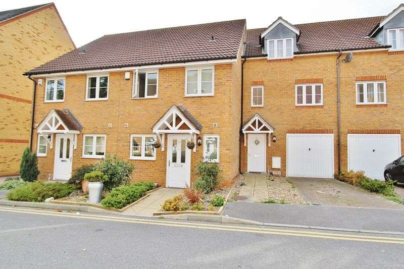3 Bedrooms Terraced House for sale in Kew Close, Romford, RM1