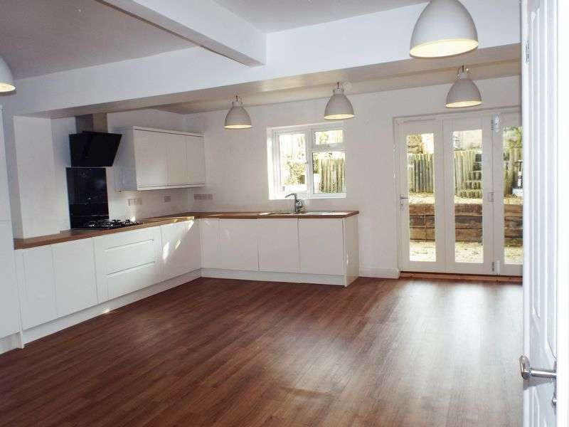 3 Bedrooms Semi Detached House for sale in Eastern Avenue, Chippenham