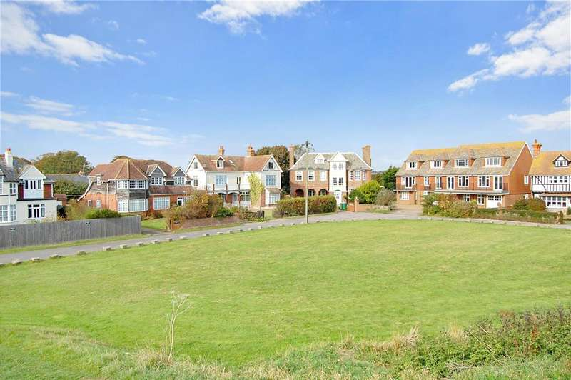 5 Bedrooms Detached House for sale in Sycamore Gardens, Dymchurch, Romney Marsh, Kent