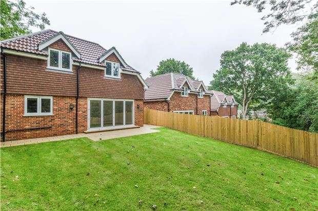 4 Bedrooms Detached House for sale in 3 Keston Avenue, COULSDON, Surrey, CR5 1HN