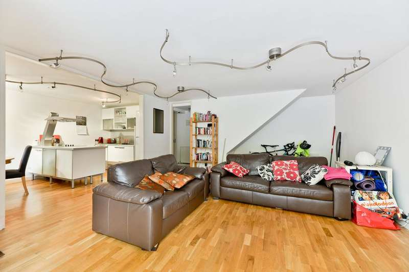 3 Bedrooms Flat for sale in Cloysters Green, London E1W