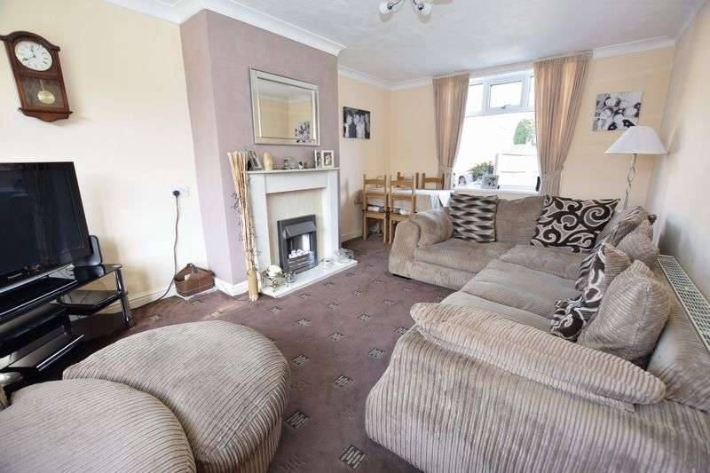 3 Bedrooms Semi Detached House for sale in Middle Lane, Clifton