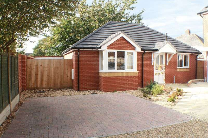 2 Bedrooms Detached Bungalow for sale in Obelisk Road, Woolston