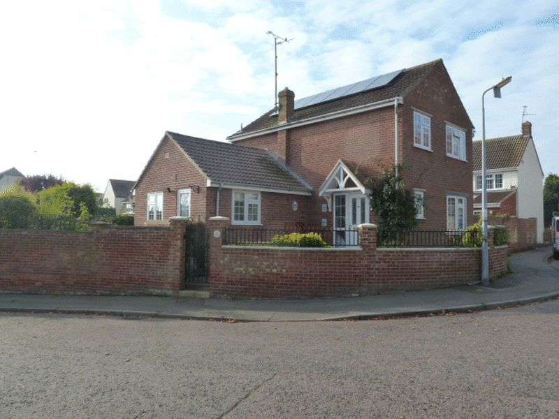 3 Bedrooms Detached House for sale in Westwood Drive, West Mersea