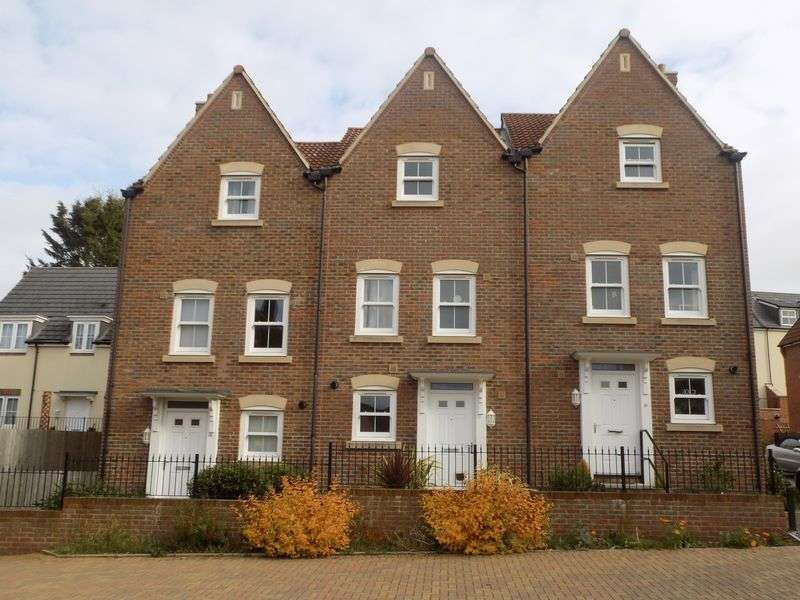 4 Bedrooms Terraced House for sale in Daisy Brook, Royal Wootton Bassett