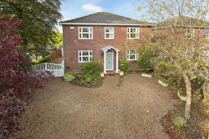 4 Bedrooms Detached House for sale in A modern detached house extending to over 1700 sq ft, on the southern edge of Edenbridge close to Blossoms Park