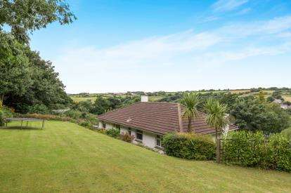 4 Bedrooms Detached House for sale in Helston, Cornwall, Constantia