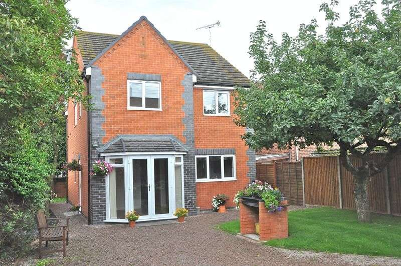 4 Bedrooms Detached House for sale in Bretforton Road, Honeybourne, Evesham, WR11 7PE