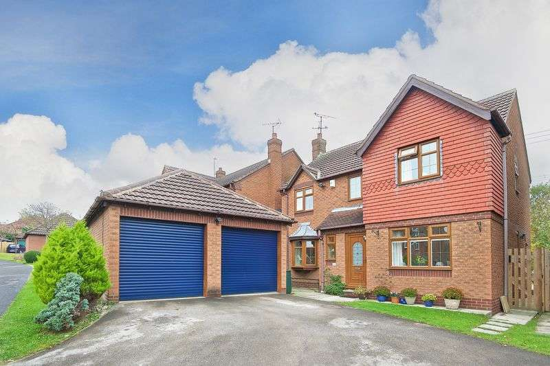 4 Bedrooms Detached House for sale in Ibbetson Oval, Churwell, Morley,Leeds