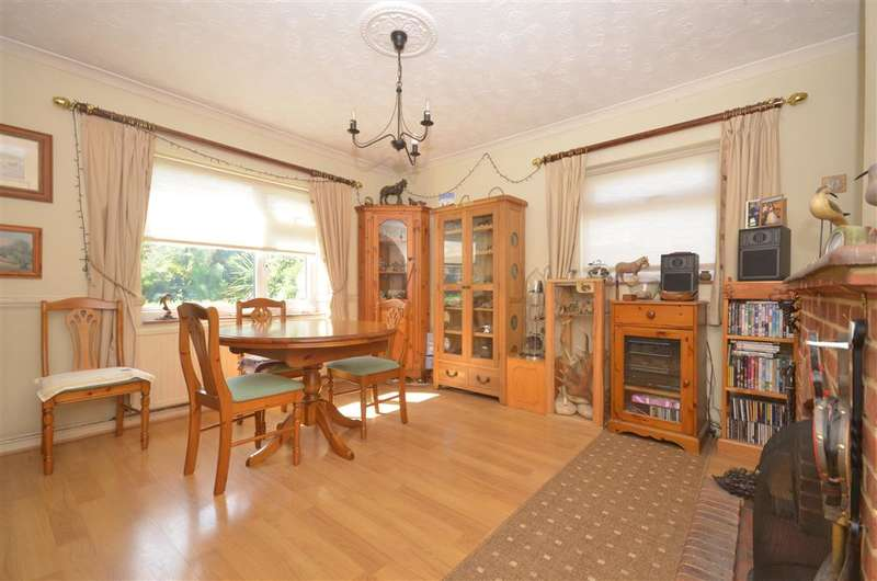 2 Bedrooms Detached Bungalow for sale in Orchard Way, Fontwell, Arundel, West Sussex