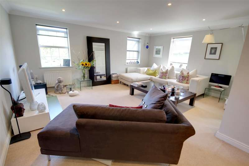 3 Bedrooms End Of Terrace House for sale in Meadow View, Chertsey, Surrey, KT16