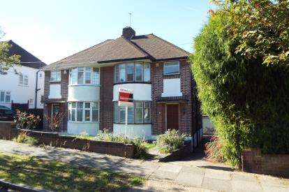 3 Bedrooms Semi Detached House for sale in Knoll Drive, Southgate, London