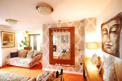 2 Bedrooms Flat for sale in Hursley Walk, Walker, Newcastle upon Tyne, Tyne and Wear, NE6