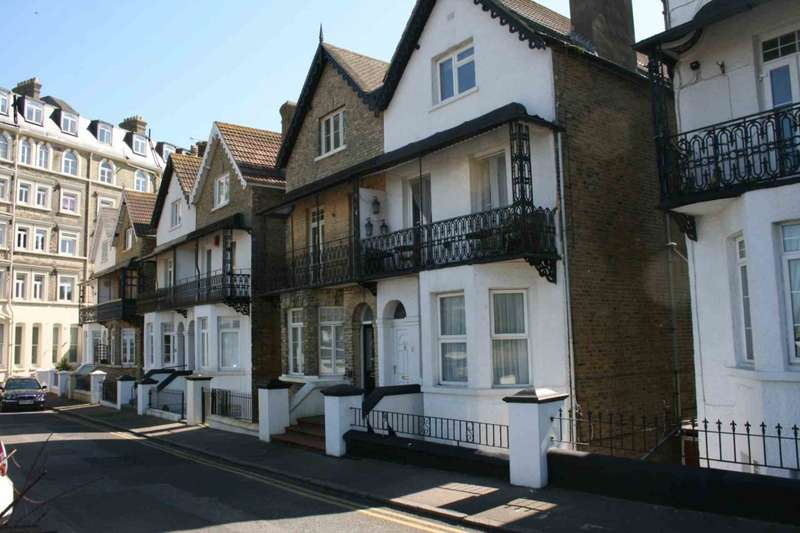 6 Bedrooms Terraced House for sale in Queens Gardens, Broadstairs