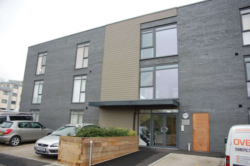 2 Bedrooms Apartment Flat for sale in Cunningham Court, Taunton