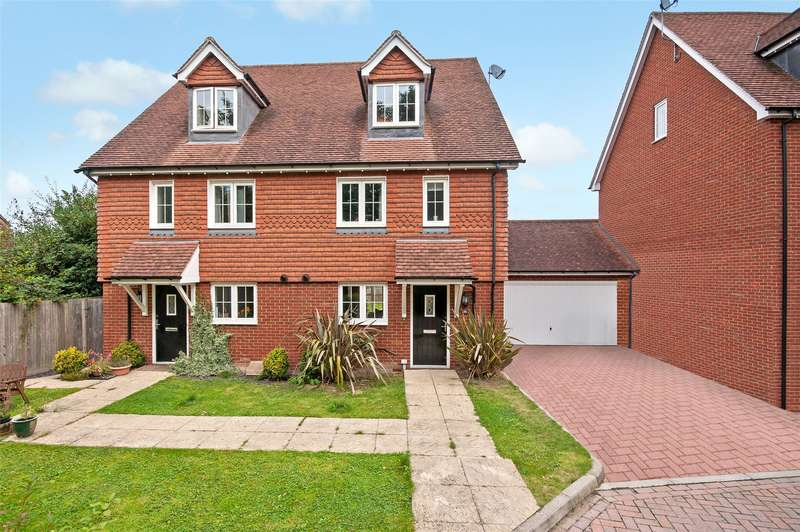 4 Bedrooms Semi Detached House for sale in Flint Close, Horley, RH6