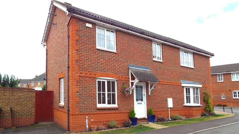 3 Bedrooms Semi Detached House for sale in Silvester Way, Chancellor Park, Chelmsford