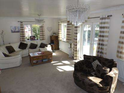 4 Bedrooms Bungalow for sale in Lincoln Road, Branston, Lincoln, Lincolnshire