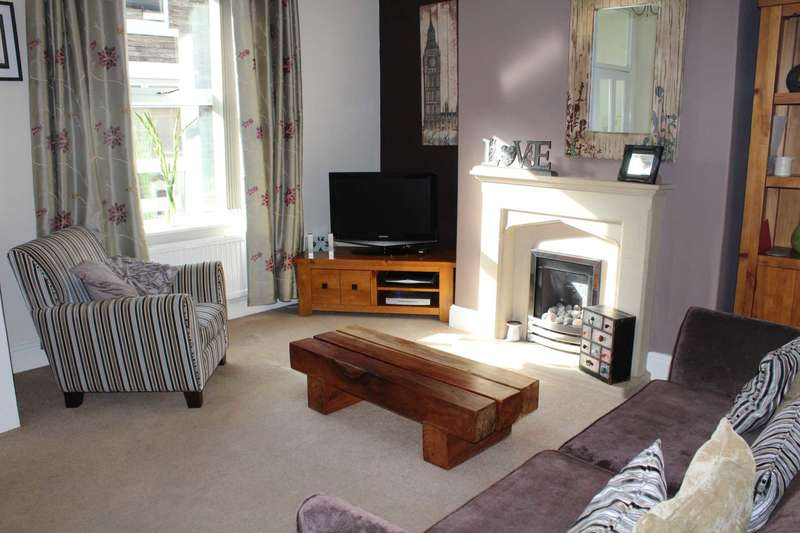 2 Bedrooms Terraced House for sale in Cornfield Street, Milnrow