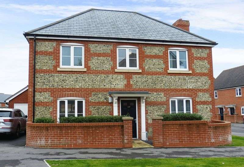 4 Bedrooms Detached House for sale in Shears Drive, Amesbury