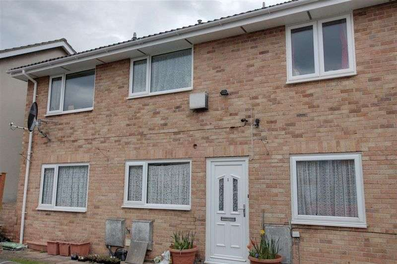2 Bedrooms Flat for sale in Pitman Court, Trowbridge