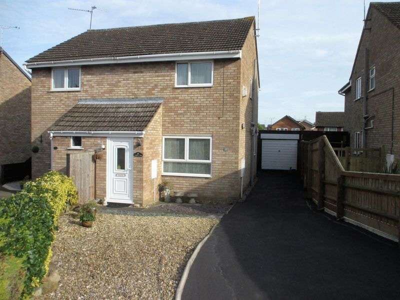 2 Bedrooms Semi Detached House for sale in Trinity Close, Daventry, NN11 4RN