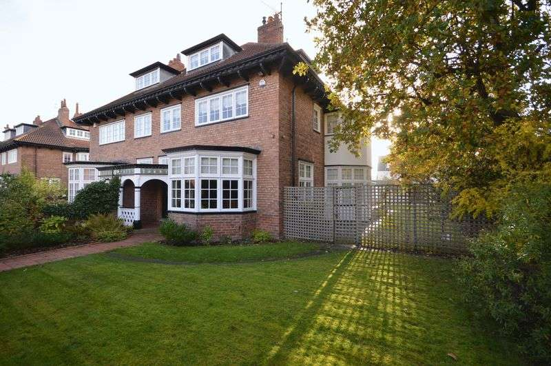 5 Bedrooms Semi Detached House for sale in Cable Road, Hoylake