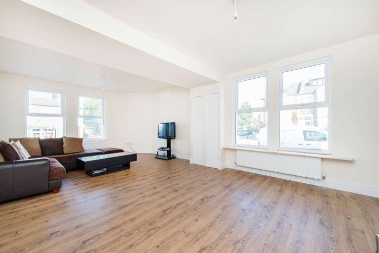3 Bedrooms End Of Terrace House for sale in Wyndcliff Road Charlton SE7