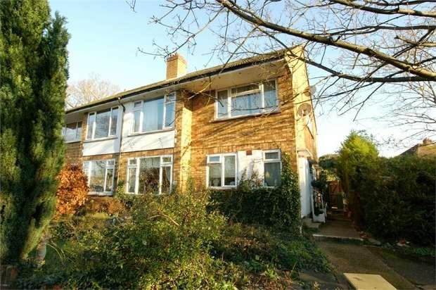 2 Bedrooms Maisonette Flat for sale in Leavesden Road, WEYBRIDGE, Surrey