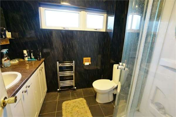 3 Bedrooms Terraced House for sale in Thornbury Park, Rogerstone, NEWPORT