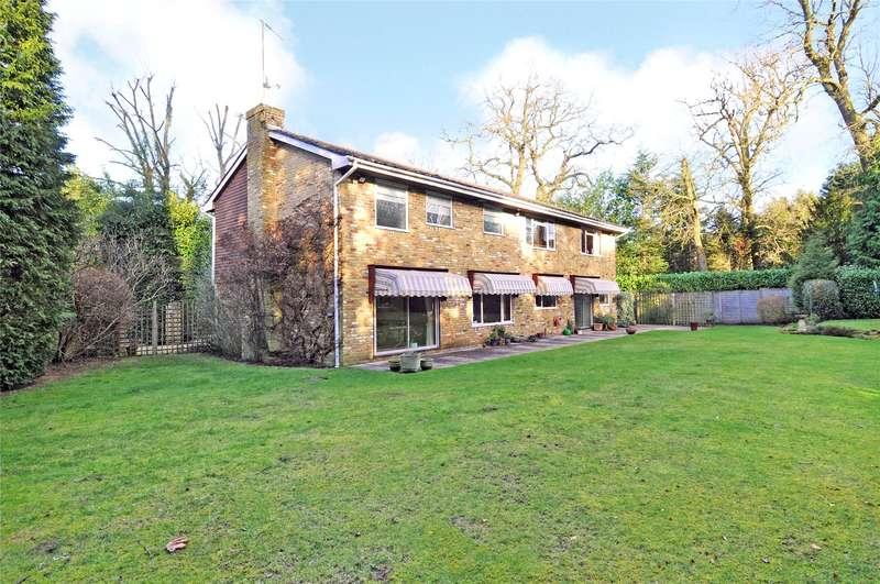 5 Bedrooms Detached House for sale in Cobbetts Hill, Weybridge, Surrey, KT13