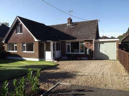 4 Bedrooms Detached House for sale in St. Ives, Ringwood, Dorset