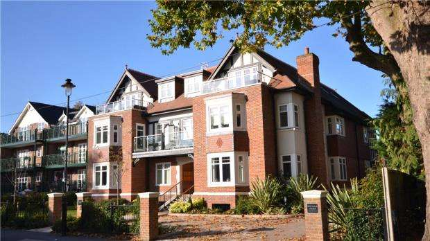 2 Bedrooms Apartment Flat for sale in Hitcham Court, Ray Mead Road, Maidenhead
