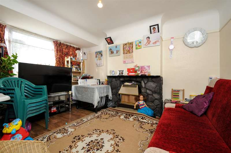 2 Bedrooms Maisonette Flat for sale in Shaftesbury Avenue, South Harrow, Harrow, Middlesex, HA2