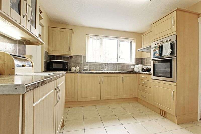4 Bedrooms Semi Detached House for sale in Quilter Avenue, Hull