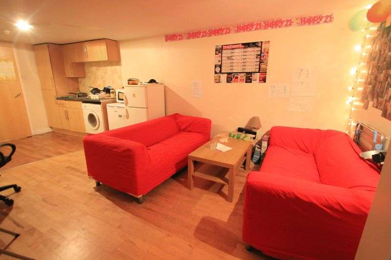 8 Bedrooms Terraced House for rent in Merthyr Street, Cardiff