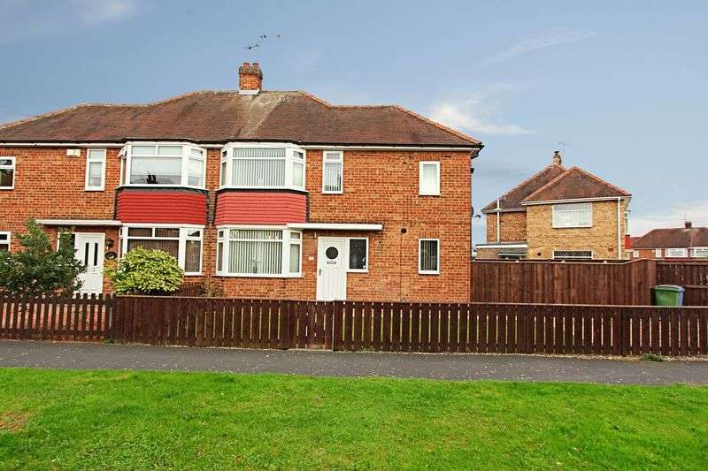 3 Bedrooms Semi Detached House for sale in Queens Way, Cottingham