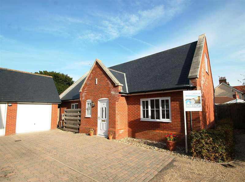 3 Bedrooms Bungalow for sale in Old Hall Close, Felixstowe
