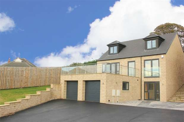 4 Bedrooms Detached House for sale in South View, New Road, Staincross