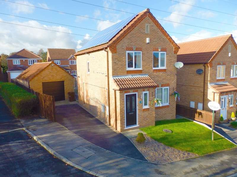3 Bedrooms Detached House for sale in Laithes Crescent, Alverthorpe