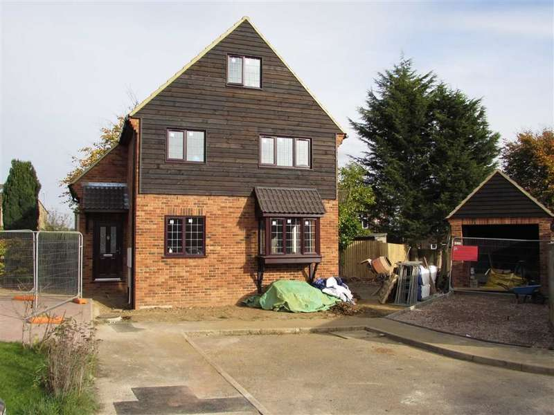 4 Bedrooms Property for sale in Walnut Close, Luton